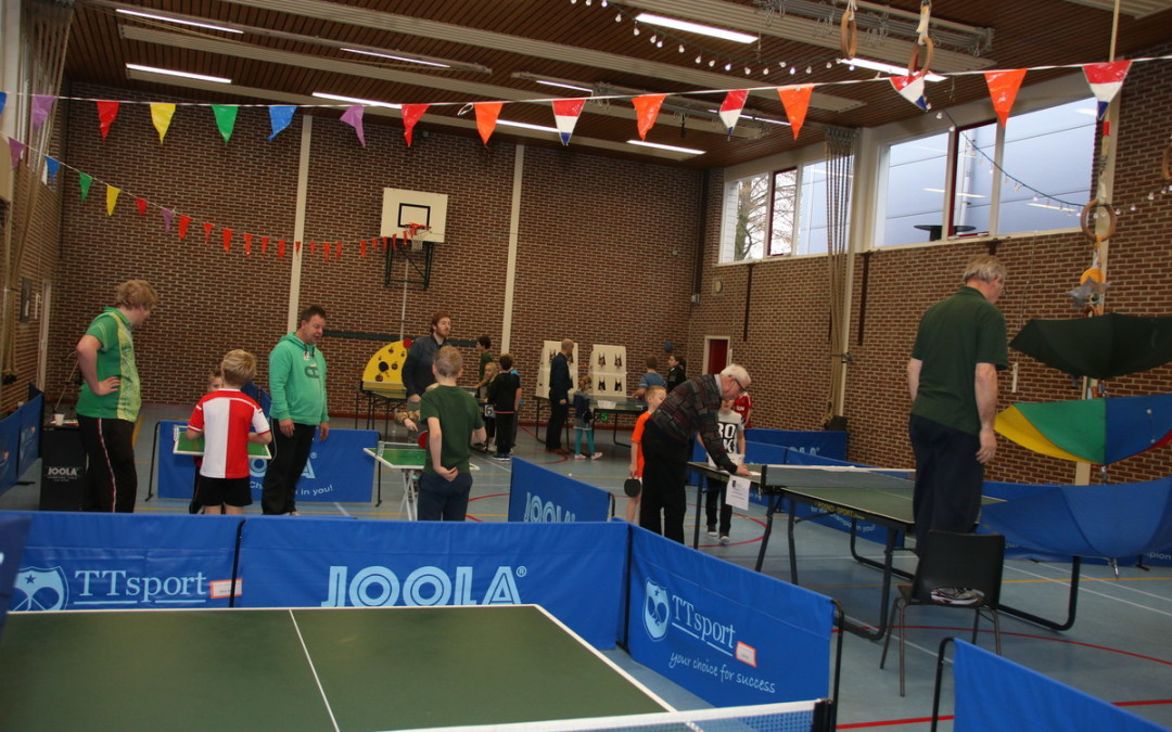 Kindertafeltennisfeest in volle gang